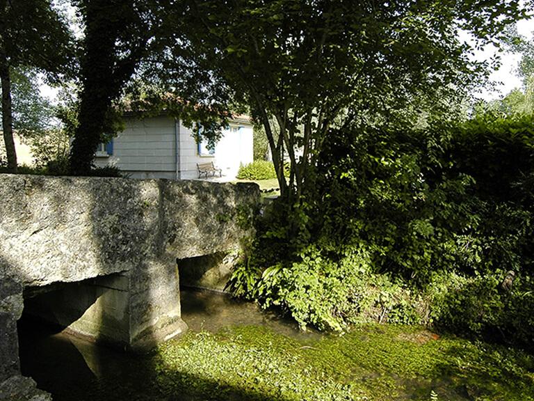 Village vacances de Gardes le Pontaroux : vue rivière