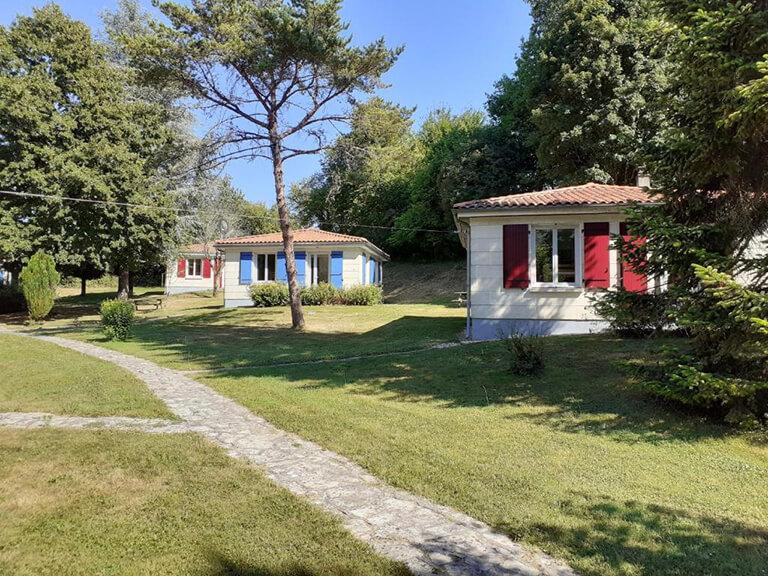 village-vacances-gardes-le-pontaroux-vue-villas-3